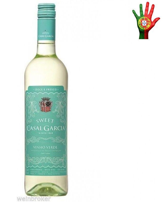 A Aveleda é uma empresa familiar que há mais de 3 séculos se dedica à cultura do vinho. Situada na região dos vinhos verdes, seu nome refere-se às uvas Aveleda, que provêm do local. Líder no mercado de vinhos verdes e uma das 3 maiores empresas vitivinícolas do paísSobre oCasal Garcia Sweet DOC 750ml- Enólogo:Eng. Manuel Soares- Conteúdo:750 ml- Tipo:BrancoElaboração- Castas:Trajadura, Loureiro, Arinto e Azal- Teor Alcoólico: 9,0%Produtor- País:Portugal- Região:Vinho Verde…