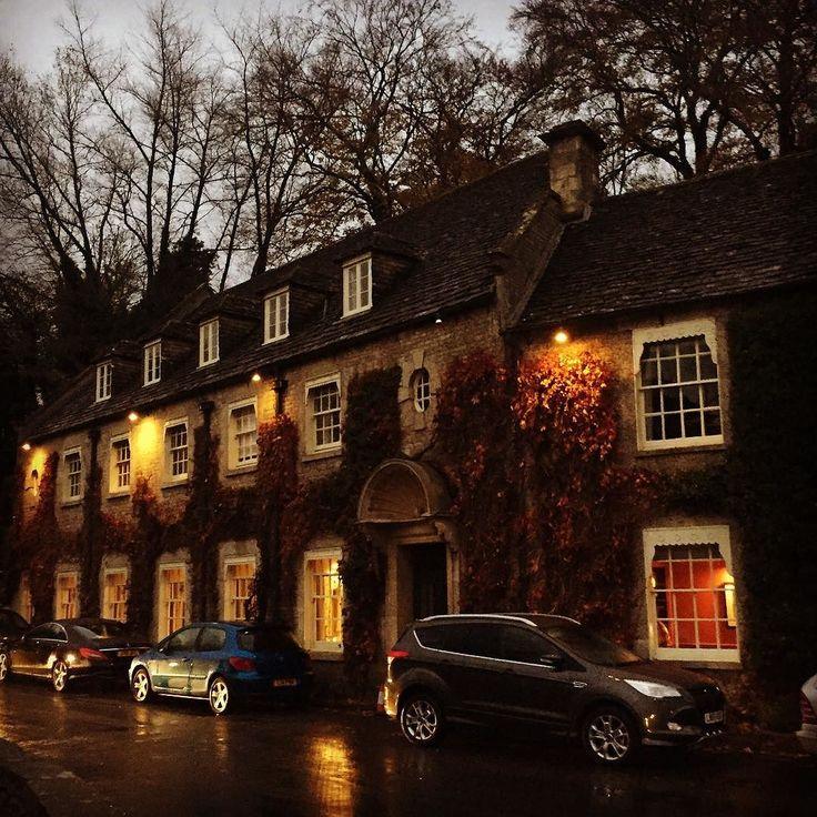 If Carlsberg designed pubs... #pub #publife #cotswolds #cotswoldslife #uk #england #pretty #bibury #theswan #itsbeginningtolookalotlikechristmas #christmas #winter #autumn #gloucestershire #staycation #fun #happy #blog #bloggerlife #myoffice #mygrind #travel #travelblog #travelblogger