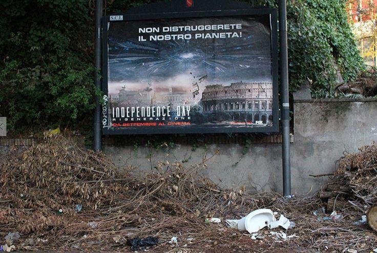 """""""Non distruggerete il nostro pianeta: lo stiamo facendo noi!"""" Roma, Viale delle Province. 1° riscatto urbano di Marina Napoleoni. Foto inviata via mail in gioco per il premio giuria."""