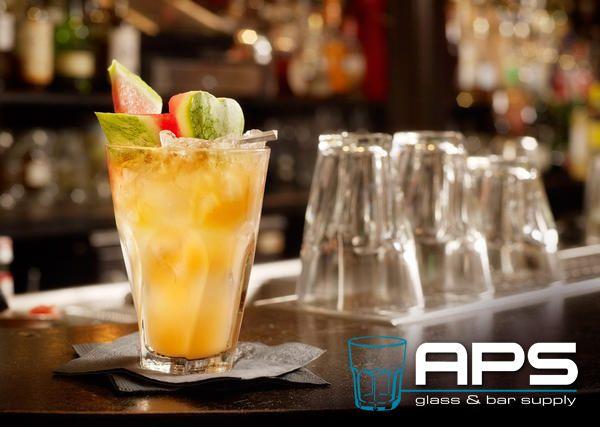 Zijn jullie al bekend met de Gibraltar Twist van Libbey? Een oud en vertrouwd uiterlijk met een twist. Verkrijgbaar in zowel korte als lange versie bij APS Glass & Bar Supply Nederland. Goed te gebruiken voor frisdrank met ijs, smooties, populaire cocktails als bijvoorbeeld de Mojito en eigen creaties.   Deze glazen zijn nu te koop bij APS Glass & Bar Supply Nederland: www.apsbarsupply.nl.   #APS #bar #glas #Libbey #cocktail #glaswerk #horeca #hotel #Amsterdam #mixology #inspiratie