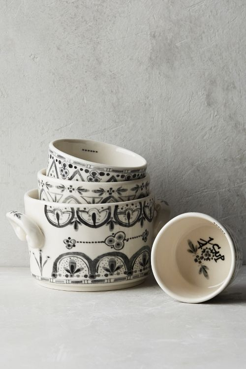 I love the scandinavian feel of these measuring cups -- so beautiful!