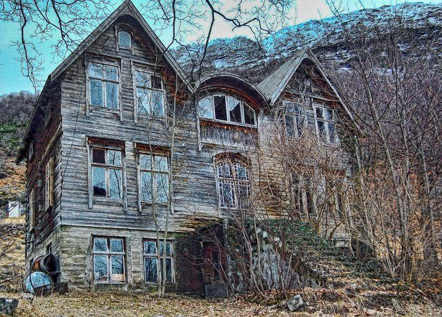 On the one hand, a great haunted house-looking place. On the other, how sad, if this used to be someone's beloved home. (Unable to find photog info)