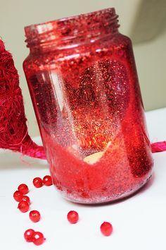 idee per san valentino, fai da te con barattoli di vetro