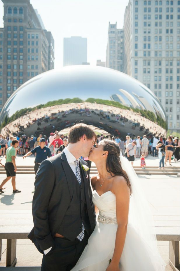 A kiss in front of the Chicago bean. Photo by Nick Gerber at Gerber + Scarpelli.