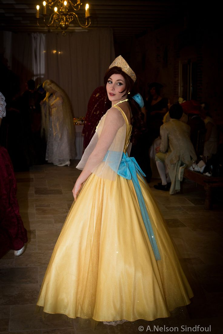 Such a perfect Anastasia yellow gown cosplay! - 12 Anastasia Cosplays