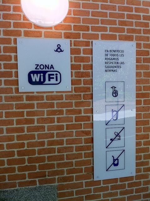 biblioteca Eugenio Trias, Madrid #soupir (heureusement wifi et moustache autorisés!)