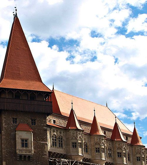 Corvin Castle, also known as Corvins' Castle, Hunyad Castle or Hunedoara Castle; Castelul Huniazilor or Castelul Corvinilor (Romanian), Vajdahunyad vára (Hungarian), Hunedoara, Transylvania, Romania. - www.castlesandmanorhouses.com