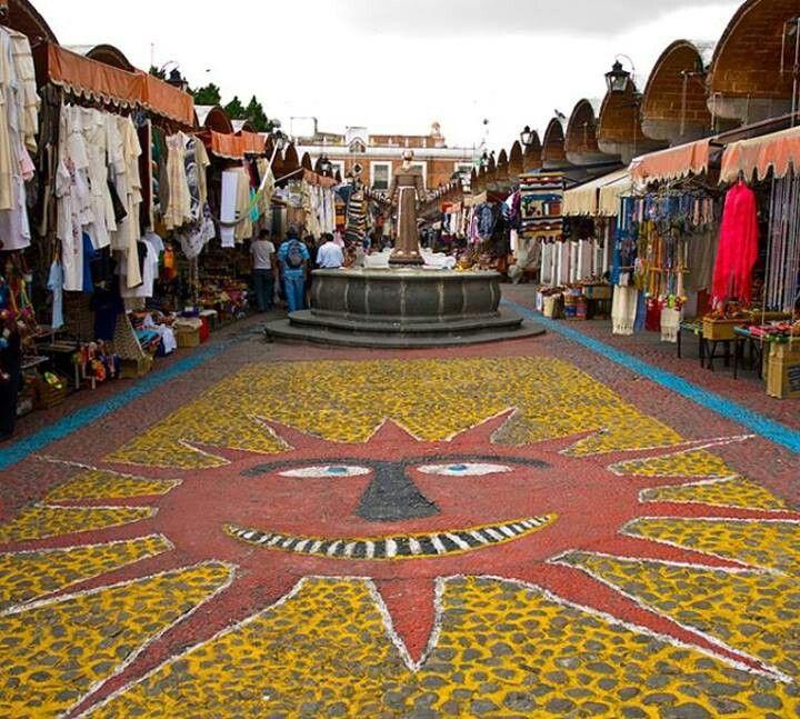 #CosasDePeatones El mural del sol en el Parián, Puebla.