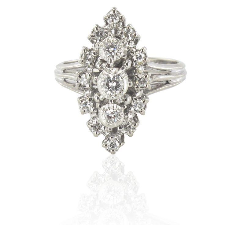 Bague marquise or blanc platine diamants. Vintage.