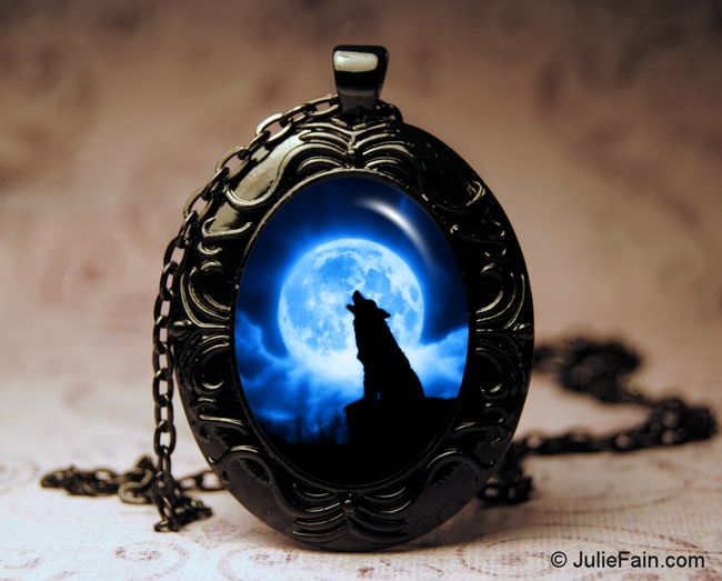 *Cries of the Night Oval Necklace-wolf necklace, blue moon necklace