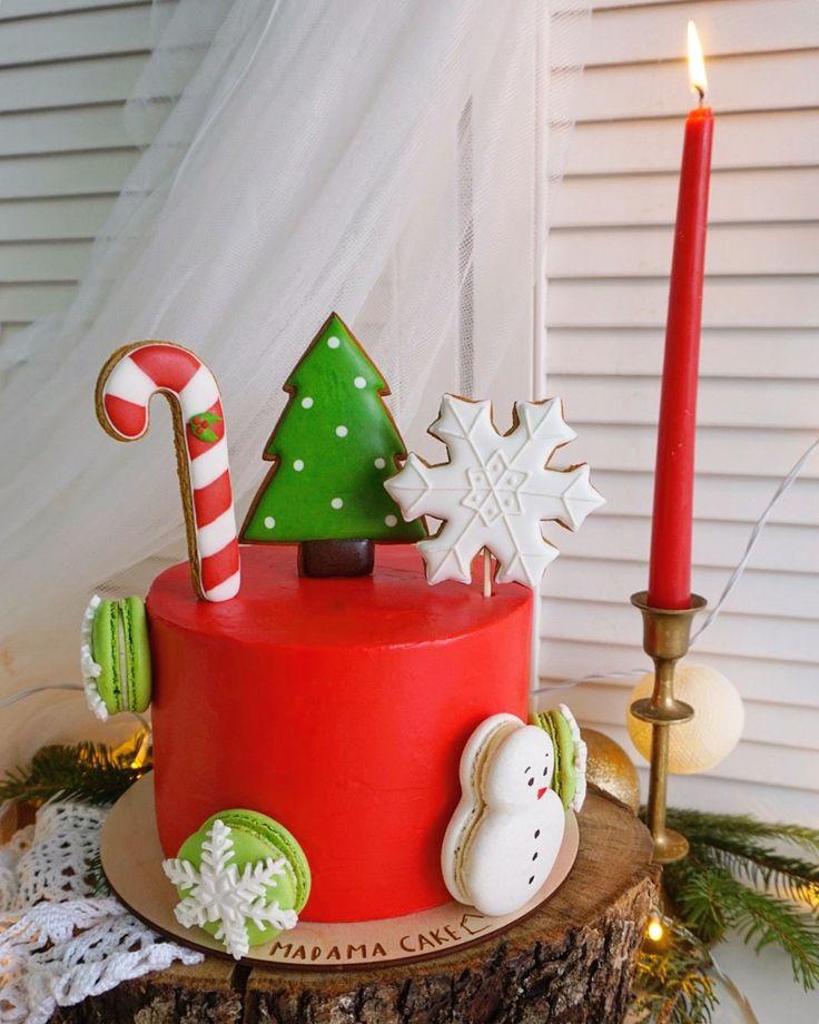 Муссовый-чизкейк с профитролями и начинкой из свежей облепихи на белом шоколаде. Лёгкий, нежный, покрыт шоколадом и новогодним декором.  Автор instagram.com/madama_cake #toprussiancakes #russiancakes