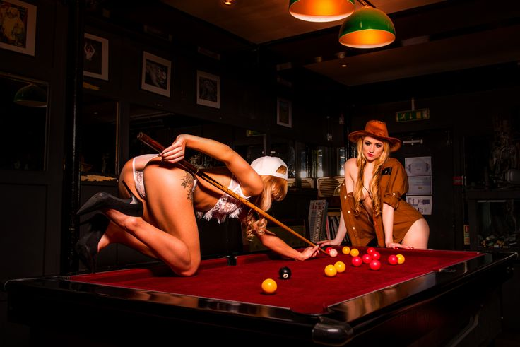 Moody snooker game in this sexy puzzle by Smarty Puzzle