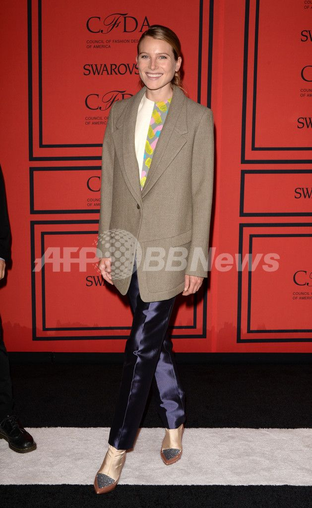 米ニューヨークのリンカーン・センター(Lincoln Center)で開催された2013年「CFDAファッション賞(CFDA Fashion Awards)」の授賞式に出席したモデルのドリー・ヘミングウェイ(Dree Hemingway、2013年6月3日撮影)。(c)AFP/Getty Images/Andrew H. Walker ▼6Jun2013AFP|「CFDAファッション賞」授賞式、華やかな来場ゲストをチェック http://www.afpbb.com/articles/-/2947885 #Dree_Hemingway