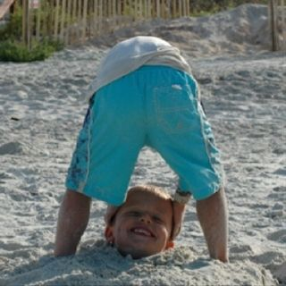 A Funny photo to do with your kids at the Beach!!
