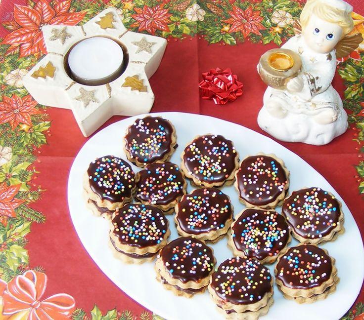 Bámulatos csokoládéhabbal töltött karácsonyi csokis süti, tej nélkül!