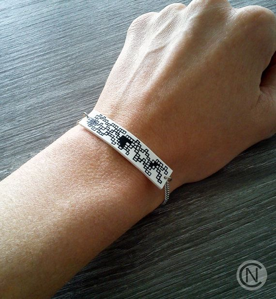 Handmade bracelet with unique motive on white shrink by NinaCamisi