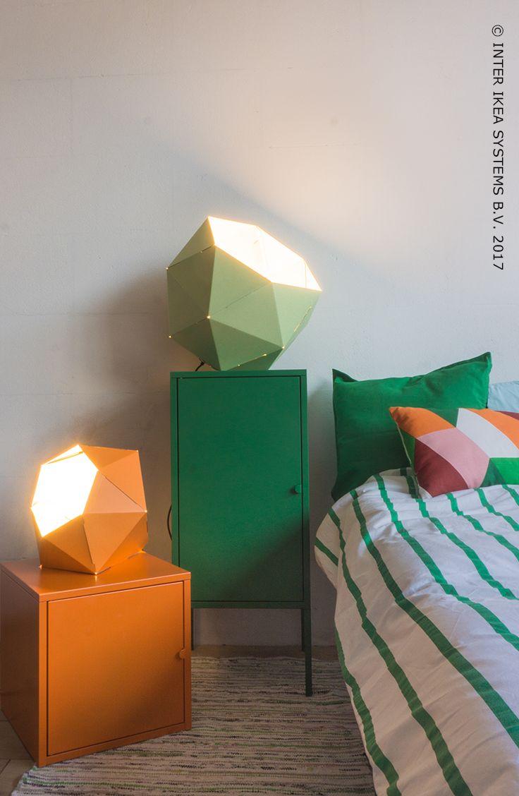 Vous aimez également lire en soirée ? Combinez une multifonctionnalité géométrique à une douce atmosphère et illuminez parfaitement chaque pièce de votre chambre. Abat-jour JOXTORP, 4,99/pc. #IKEABE #idéeIKEA #IKEAxStudioWootWoot Do you enjoy reading in the evening? Combine geometric multifunctionality with a soft atmosphere and perfectly highlight every corner of the room. Discover our ideas. JOXTORP pendant lamp shade, light green, 2,99 / piece. #IKEABE #IKEAidea #IKEAxStudioWootWoot