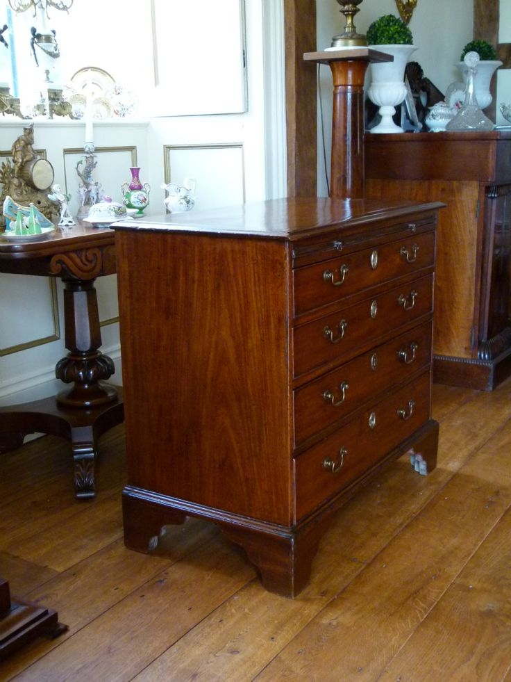 Charming Georgian Mahogany Chest Of Drawers With Brushing Slide | 372803…