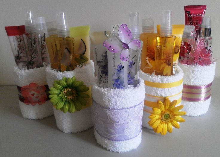Creative Wedding Gift Ideas To Make: Mini Towel Cakes - Cute Idea To Make.