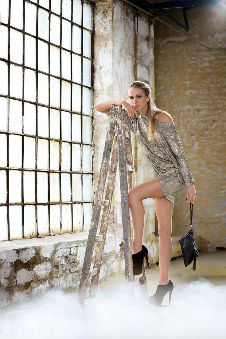 Błyszcząca tunika. Dostępna w dwóch kolorach. Sparkly tunic. Avaliable in two color options.  http://www.bee.com.pl/e-sklep/