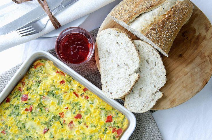ovnsbakt omelett med mais, paprika og ost