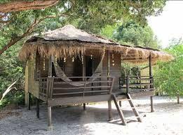 """Résultat de recherche d'images pour """"idée de construction de bungalow de 15m² en bois sur pilotis en asie"""""""
