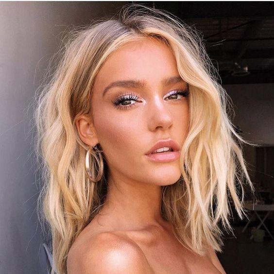 Beauty | Blonde hair | Waves | Gold earrings | Eye…