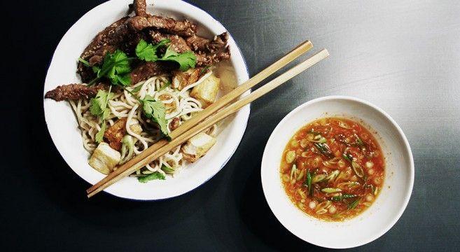 Lynstegt oksekød og nudler med tofu // Beef, noodles and tofu