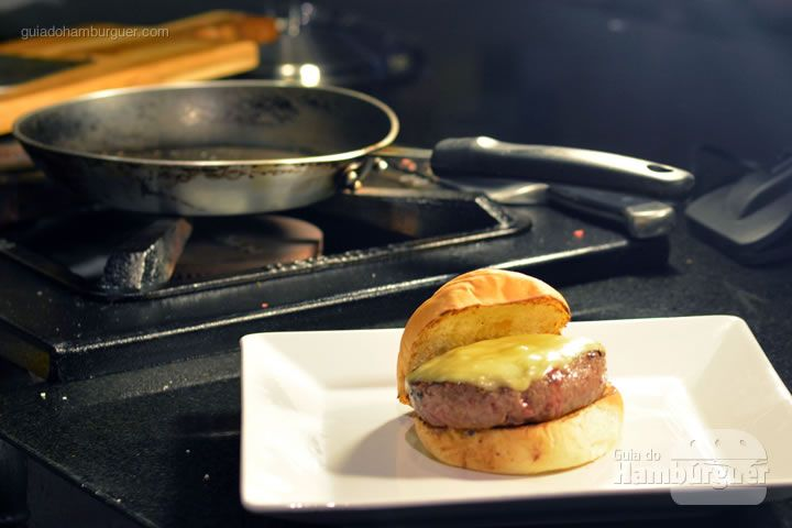 Cheeseburger pronto - Receita hamburguer perfeito caseiro e profissional