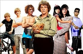 a Chris Lilley marathon + a GIANT bowl of popcorn = a perfect day :+)