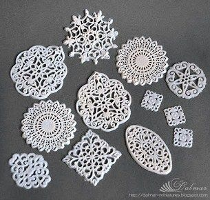 how to: doilies from liquid fimo (photo from: http://dalmar-miniatures.blogspot.com/2012/03/blog-post_31.html)
