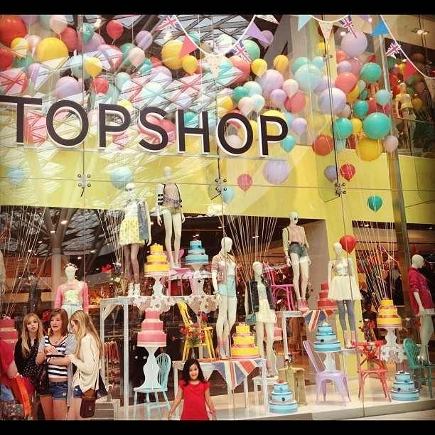 Another extraordinary window display. I adore crafty, cute windows such as this. After graduating I definetly want to work for a company who displays their windows as such, putting them together seems like a dream!
