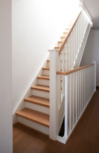 escalier bois et blanc id es pour l 39 entr e et le couloir pinterest escaliers et campagne. Black Bedroom Furniture Sets. Home Design Ideas