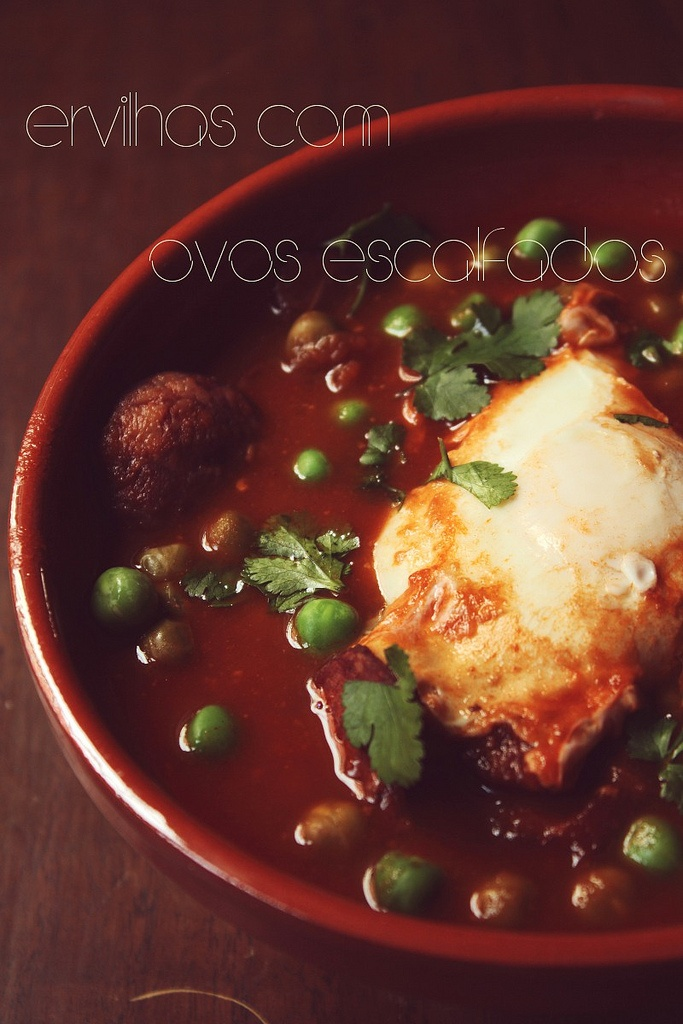 Ervilhas com Ovos Escalfados - Portuguese Comfort Food via @Rochelle Weeks Ramos and http://www.acquiredlife.com/