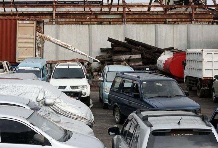 Tak Kunjung Dilelang Barang Sitaan Negara Banyak Rusak : Menteri Hukum dan HAM Yasonna Laoly mengatakan pihaknya akan menangani persoalan barang-barang sitaan yang menumpuk dan terbengkalai di rumah penyimpanan barang sitaan