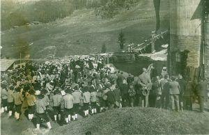 Einweihung des Magnesitwerks im Mai 1927.  #geschichte #tradition #tirol #tux #finkenberg #hintertux #gletscher #skiresort #skialpin #alpen #zillertal #bergbau #winter
