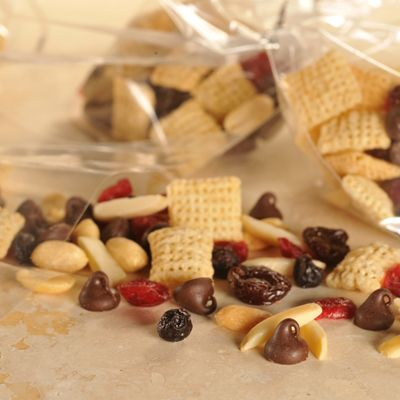 """""""Berry Good"""" Trail Mix (Easy; 32 servings) #trail mix"""