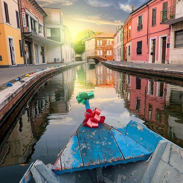Comacchio | Italy  Non è una gondola, ma è romantica lo stesso! ☺️ ⋅ ⋅ #comacchio #Ferrara #emiliaromagna #italy #bdteam #nikon #igersitalia #nikonitalia #ig_italy #instaitalia #italian_places #ig_italia #italian_trips #italy_vacations #top_italia_photo #vivo_italia #loves_madeinitaly  #igworldclub #ig_europe #ig_europa  #topeuropephoto #europe_vacations #cbviews #ig_world_colors  #Main_Vision #worldplaces  #theworldshotz #kings_villages  #travellingthroughtheworld