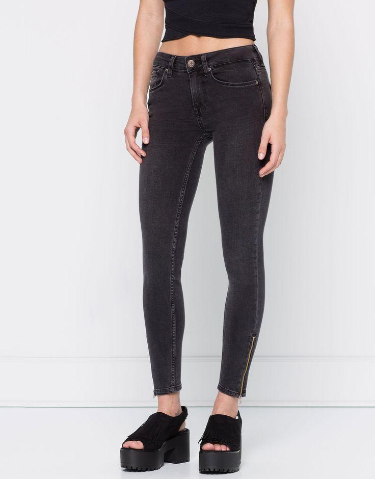 Calças de ganga justas fecho de correr na parte inferior - Jeans - Vestuário - Mulher - PULL&BEAR Portugal
