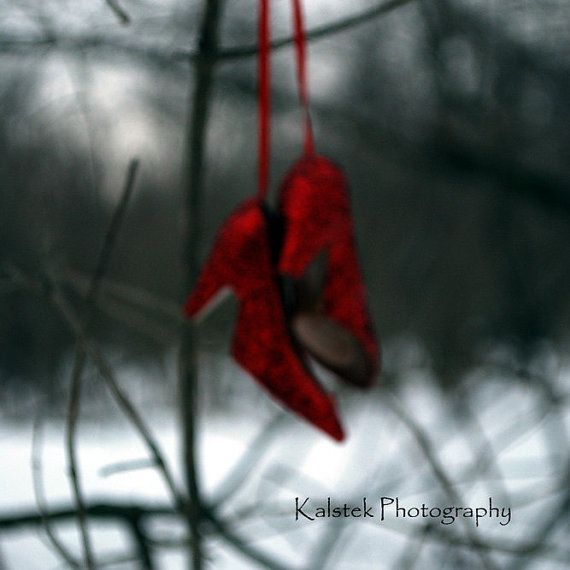 Ruby Red Slippers Photograph Dorothy Wizard di KalstekPhotography
