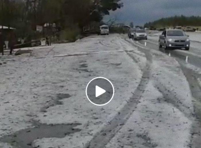 Enorme quantidade de granizo caí em Goiás