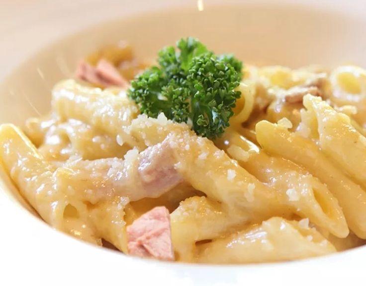 Miam ! Miam une recette pour 6 points la part Recette calculée sur WW ( pour 6 personnes ) 280 g de thon naturel petit navire 500 g de pates cuites 1cs d'huile d'olive 2 jaunes d'oeuf 5 cs de crème fraîche allégée à 4% 50 g de parmesan râpé sel poivre...