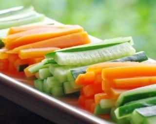 Bouquets mange-graisse carotte et céleri : http://www.fourchette-et-bikini.fr/recettes/recettes-minceur/bouquets-mange-graisse-carotte-et-celeri.html