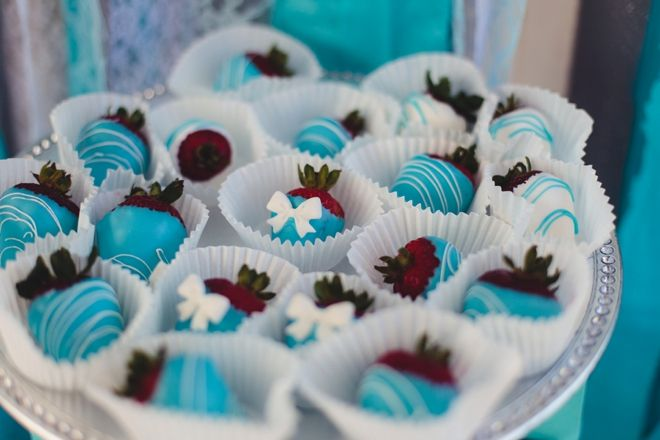 Tiffany & Co. themed bridal shower with chocolate covered turquoise strawberries! Image: Jessica Swaner Photography