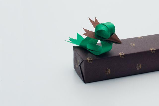 SPRING TWITTER for small box: Ribbonesia by Baku MaedaRibbons Sculpture, Crafts Ideas, Gift Bows, Ribbons Animal, Ribbons Art, Gift Wraps, Baku Maeda, Birds, Ribbon Sculpture