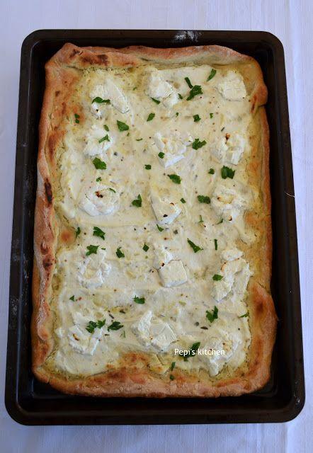 Πίτσα με Λευκή Σάλτσα, Ρικότα και Δενδρολίβανο http://pepiskitchen.blogspot.gr/2016/02/pizza-me-lefki-saltsa-ricotta-kai-dendrolivano.html