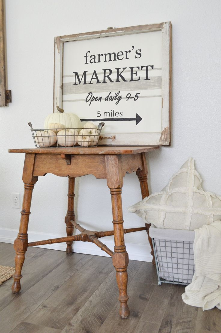 Farmhouse Style DIY Farmer's Market Sign With Chippy Vintage Frame. Rustic sign