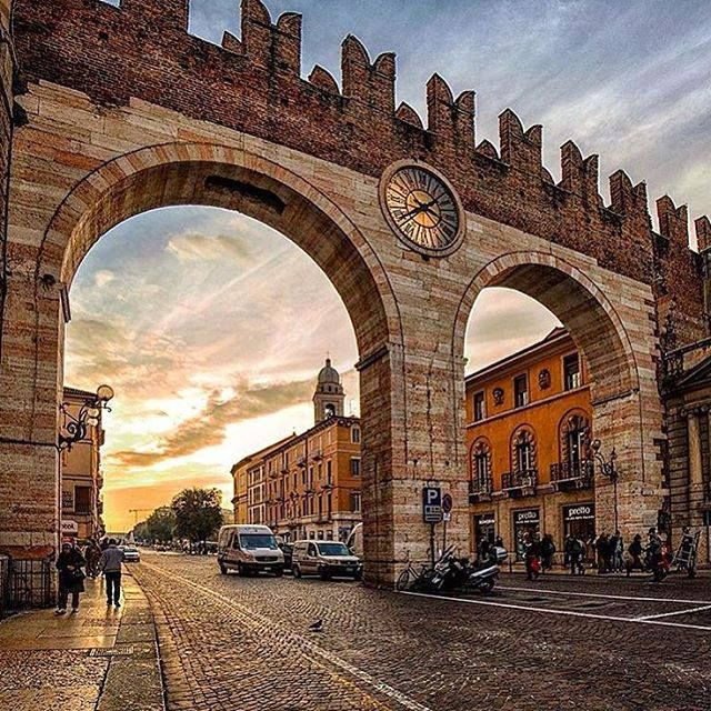 "This arch for every veronese is known as ""the watch"""