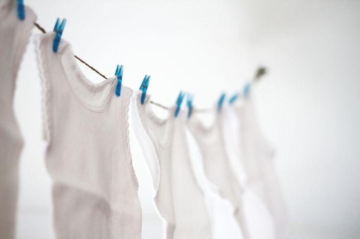Te comparto mi secreto para aprender cómo quitar manchas de la ropa blanca.