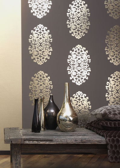 Gold and brown metallic wallpaper for an accent wall. See more metallic wallpaper here: https://nyde.co.uk/blog/wallpaper-trends-2016/